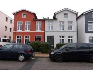 Bismarckstraße 10 (weißes Haus) und 10a, H.K-W 2013