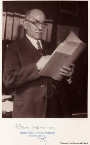 Walter Engel in seinem Büro, Aufnahme von Robert Mohrmann, 1931, Fotoarchiv Museum für Kunst und Kulturgeschichte der Hansestadt Lübeck