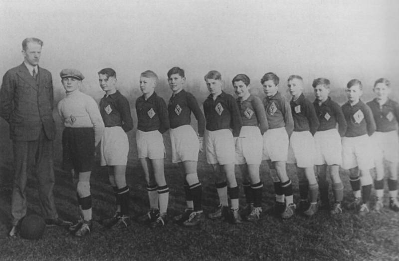 The 1928 Youth Football/Soccer LSV Lübeck (Berthold Katz is first from the right and his cousin, Josef Katz, is third from the right) [6]