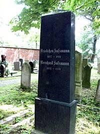 Grabstein auf dem jüdischen Friedhof in Moisling