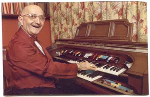 Sid Conny (Siegfried Cohn) in the music  room of his house in Melbourne / Australia. Photo from the family estate
