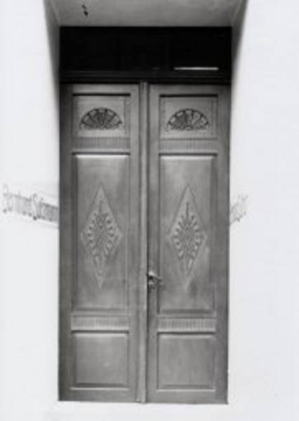 "The door of the former building at Hüxstraße 64. ""Bernhard Sussmann"" was written on either side of the door way"