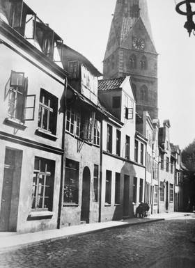 Schildstraße with a view of Aegidienkirche (St. Giles Church), the third building from the left is No. 5. Foto: Museum für Kunst und Kulturgeschichte der Hansestadt Lübeck
