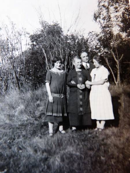 Frieda Dieber with her children.  From the family's private collection.