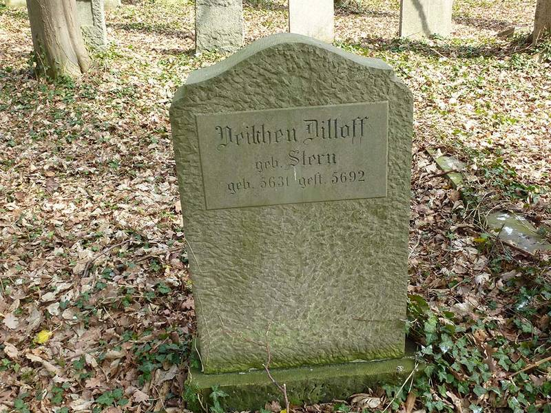 Gravestones of Veilchen Dilloff, née Stern, in the Jewish Cemetery in Moisling, Lübeck.  Photo by Leonid Kogan.