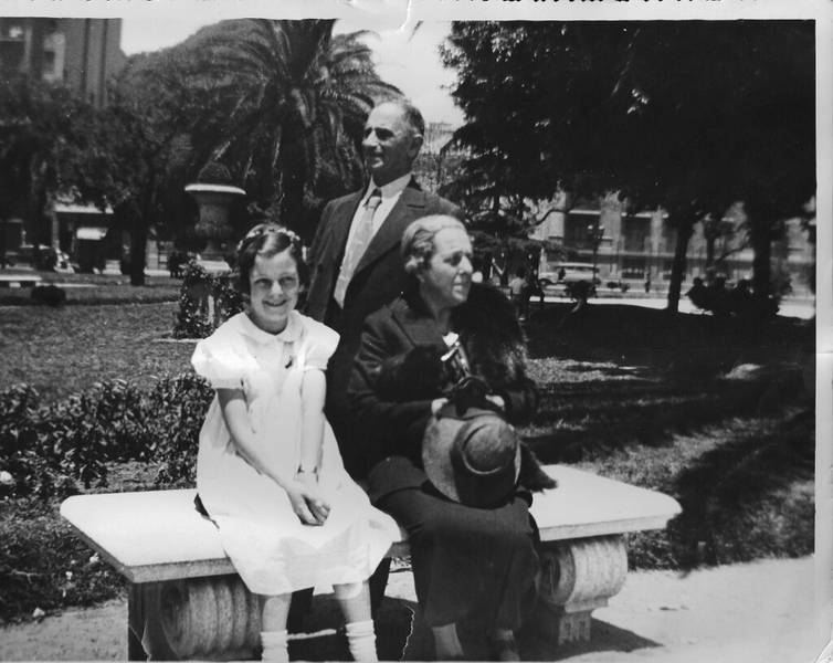 1937, Dina und Edmund Wiener with their granddaughter Rita in Buenos Aires, in possession of the the Wiener Family