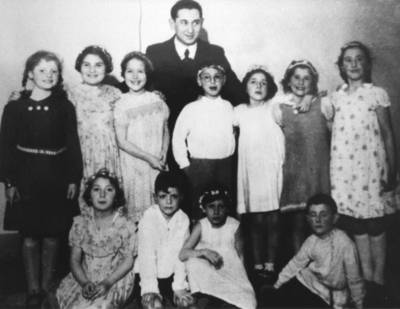 Students of the Religion Classes with their teacher Siegfried Rottenberg at the Israeli Congregation's School in Lübeck.  Mirjam Häusler is standing on the right.  (from left to right standing:  Margot Saalfeld, Berta Rotenberg, Inge Kraskom, Jürgen Jaschek, Hanna Winter, Rosi Daicz, Mirjam Häusler; seated: Margot Rotenberg, Walter Sichel, Hanna Sichel, Adolf Doum (who later took the name Abraham Domb-Dotan).  Photo from the collection of Abraham Domb-Dotan, first published in Albrecht Schreiber's Zwischen Davidstern und Doppeladler (Between the Star of David and the Double Eagles:  An Illustrated Chronical of the Jews of Moisling and Lübeck available only in German)  Lübeck 1992