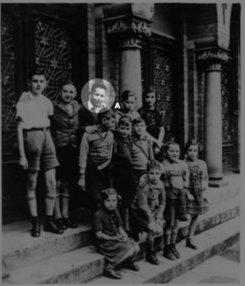 A group of pupils of the Jewish Religious School in front of the Lübeck Synagogue, 1938