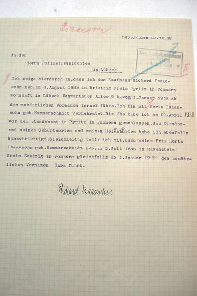 "Compulsory first names of ""Israel"" and ""Sara"" for Richard and Herta Isaacsohn, respectively; Archiv der Hansestadt Lübeck, Staatliche Polizeiverwaltung 124"