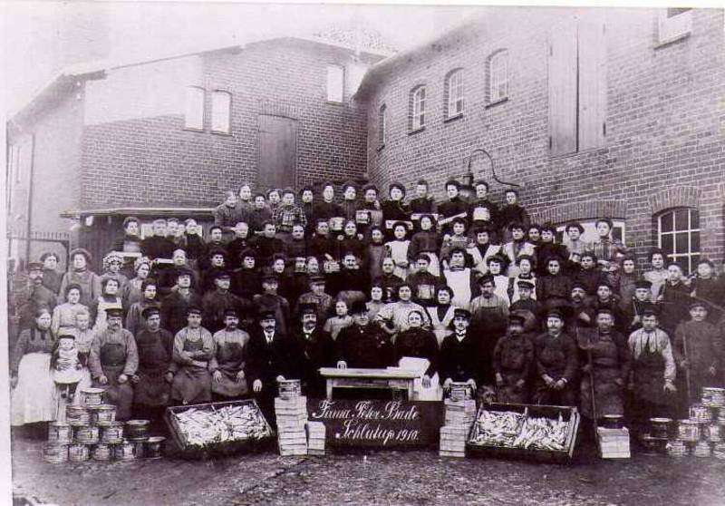 The employees of the Peter Bade Company, 1910 [3]