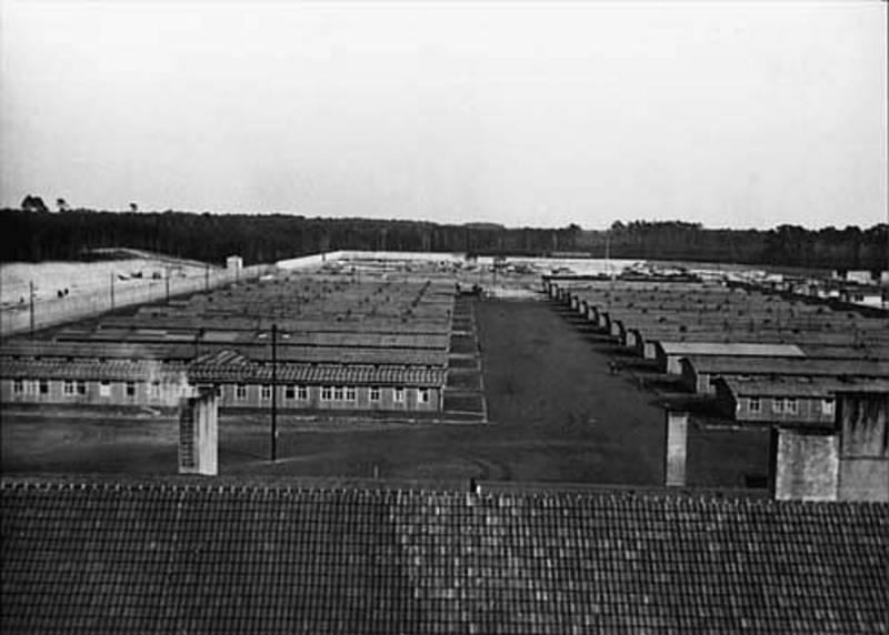 Aus dem SS-Fotoalbum, Teilansicht des Barackenlagers vom Dach der Kommandantur gesehen, 1940/41 Mahn- und Gedenkstätte Ravensbrück / Stiftung Brandenburgische Gedenkstätte