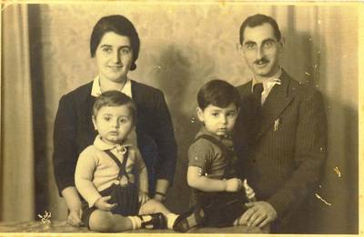In Argentina: Gerta und Arnold Herbst with their sons Raphael und Manfred, from the family's private collection.