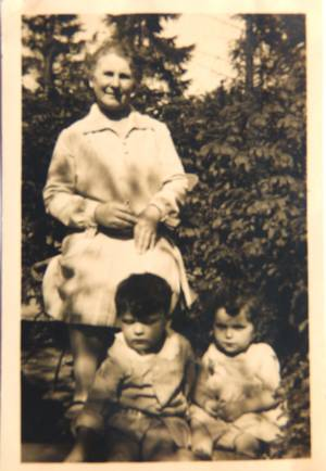Frieda Dieber with her grandchildren Erich and Helga, from the family's private collection.