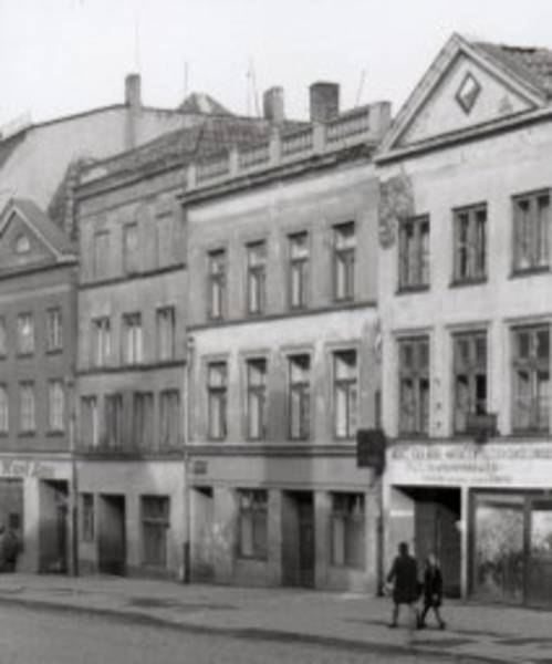 Engelsgrube 46-52, Museum for Art and Cultural History of the Hanseatic City of Lübeck, a segment of a photo by Dr. Wember, no year given