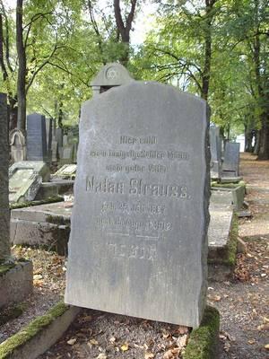 Grabstein von Nathan Strauß auf dem jüdischen Friedhof in Chemnitz, Aufnahme Heidemarie Kugler-Weiemann 2013